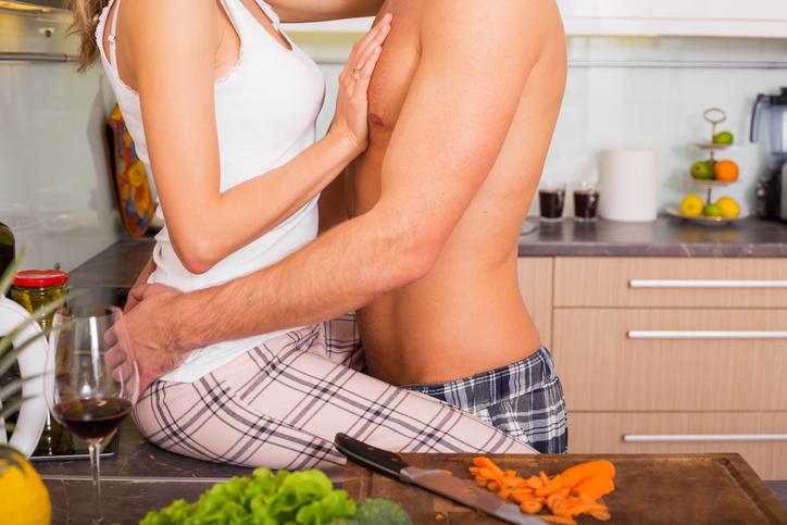 Хозяйку трахнули на ее кухне полезный