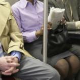 «Ноги подбери!» В городском транспорте Мадрида мужчинам запретили сидеть с раздвинутыми коленями