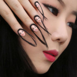 «Волосатые ногти». В Интернете обсуждают новую идею для маникюра