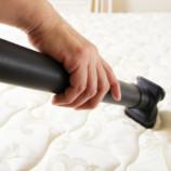 Почему нужно чистить матрас и как это делать правильно