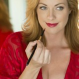 На 10  лет моложе: 5 секретов лифтинг-макияжа
