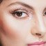 «Больше блеска»: восемь вариантов праздничного макияжа с глиттером
