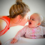 Сотни мам благодарны этой женщине за  простой способ успокоить младенца ночью