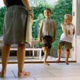 «Ребенок в грязной одежде — свидетельство неправильных родителей». Европейский взгляд на воспитание детей в России