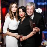 Екатерина Стриженова поделилась снимками с торжества в честь 17-летия дочери