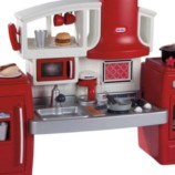 Как выбрать игрушечную кухню для ребенка?